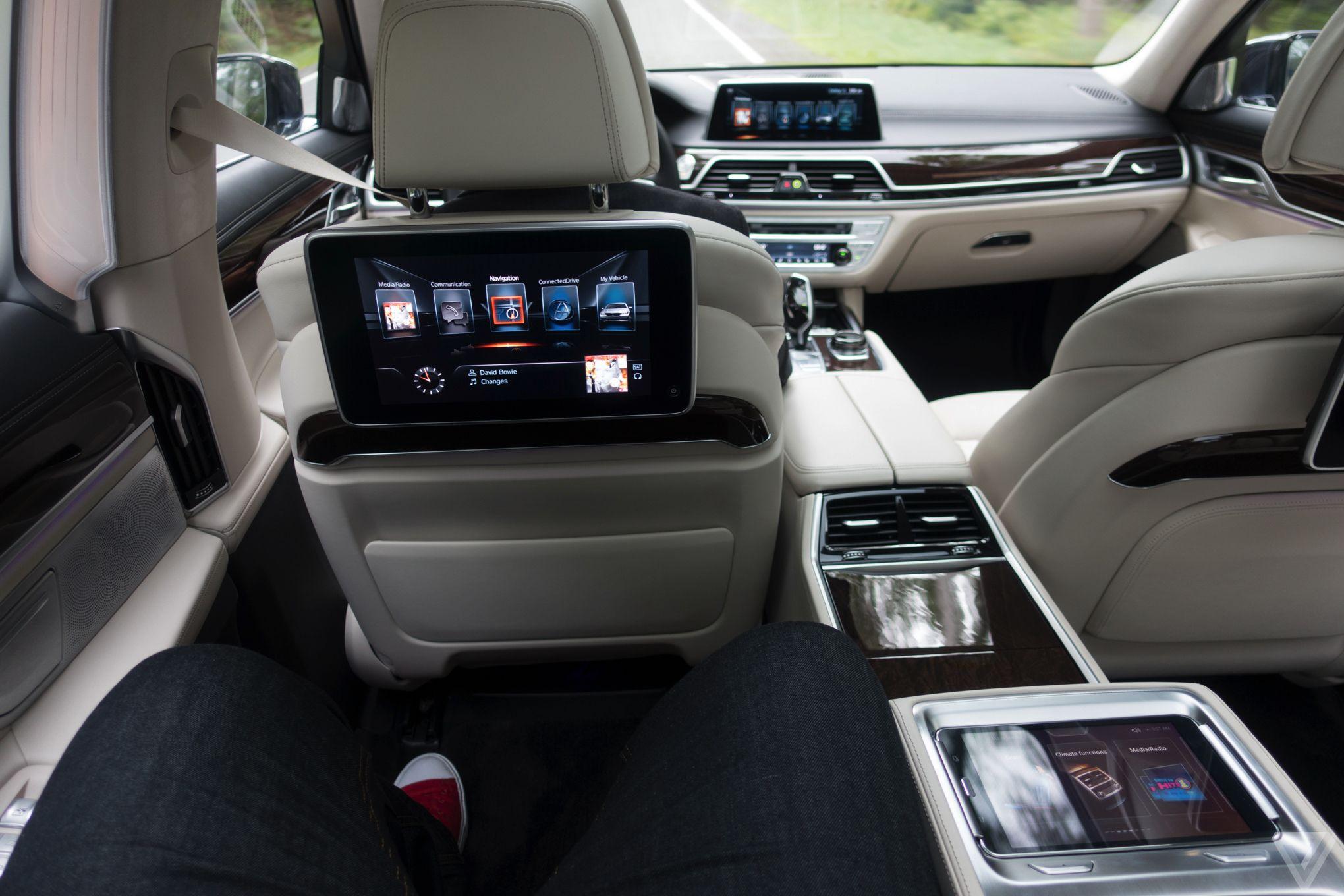 16 750i Back Seats