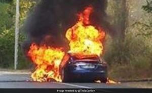 Tesla fire Paris 300x185 - How Elon Takes Money